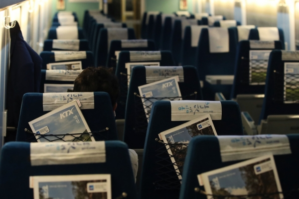 Number of railroad users sinks 40% on virus impact
