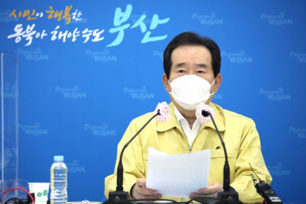 Prime minister calls for all-out efforts to contain latest Busan outbreak