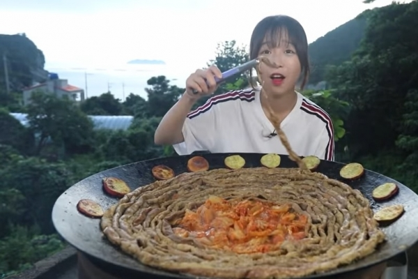 Mukbang star Tzuyang returns with two videos after a 2-month break