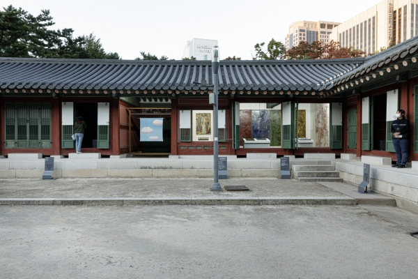 Palace architectures harmonized with artworks at Deoksugung palace