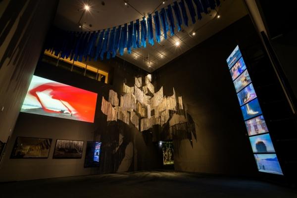 Avant-garde artist Lee Seung-taek challenges art