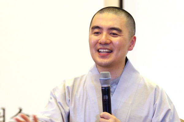Popular monk apologizes again over New York apartment controversy