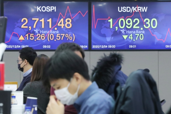 Seoul stocks open higher on chip gains