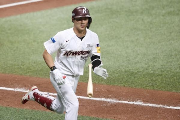 Hitting big league fastballs, defensive flexibility keys for San Diego-bound Kim Ha-seong