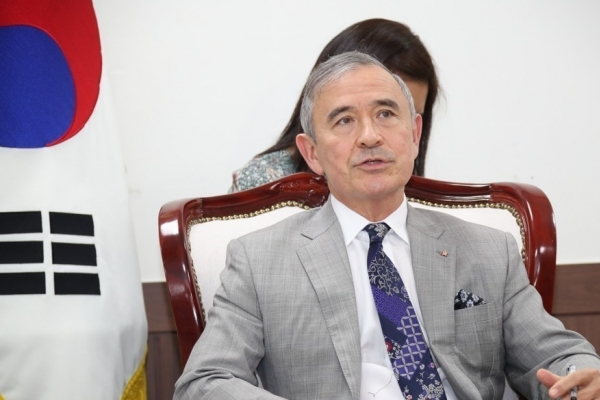 Outgoing US Amb. Harris says S. Korea, US are 'friends, partners, allies and family'