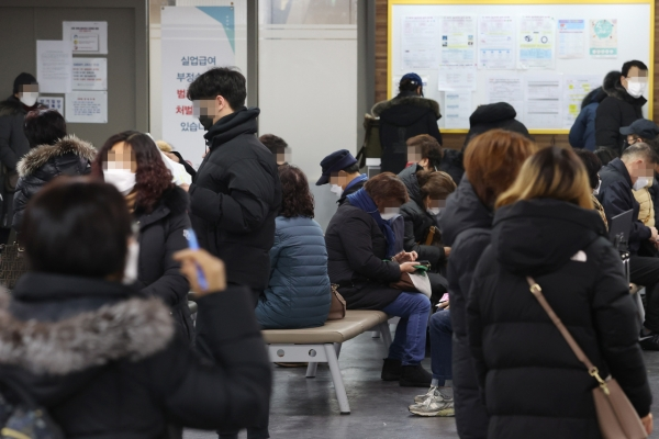 [Feature] 'Lost decade' possible for South Korea as employment prospect dims among young job seekers