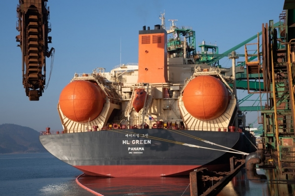 Posco's LNG-powered bulk carrier successfully finishes first trip
