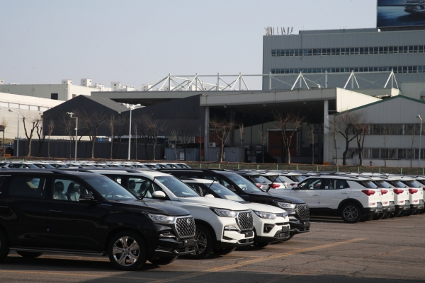 While auto sector thrives, gap widens between companies