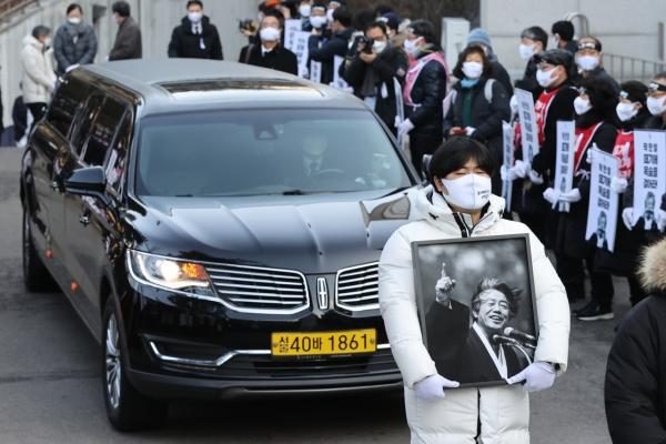 [Newsmaker] Funeral of activist Paek Ki-wan draws thousands of mourners