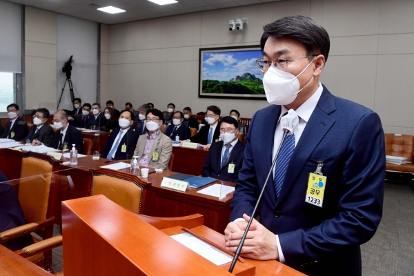 Posco CEO apologizes for accidents at steel mills