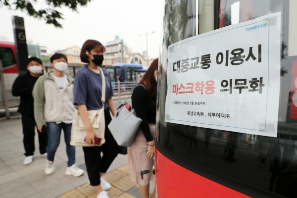 Bus passengers get prison terms for assaulting drivers over face mask use