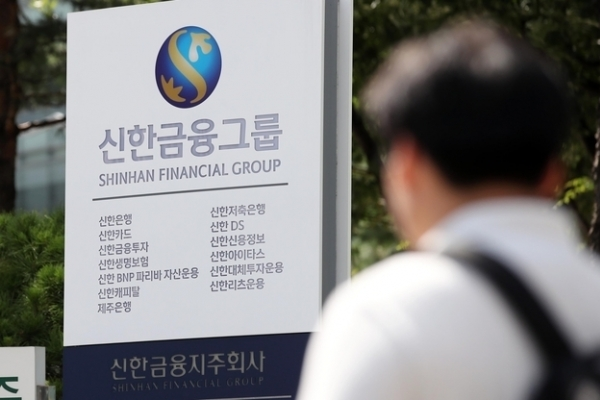 Boardrooms at banking groups under pressure for change