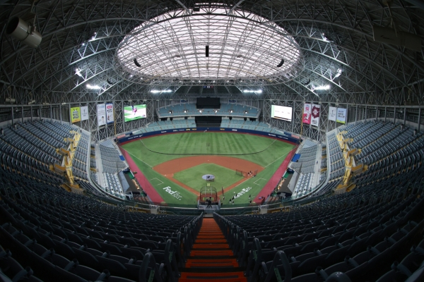 Opening Day excitement tempered by injuries for KBO managers