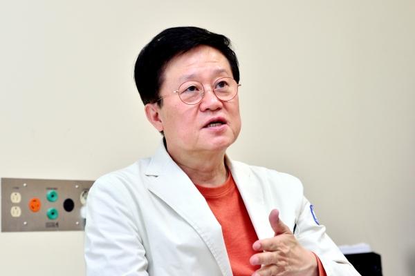 [Herald Interview] Korea's top hematologist warns against brushing off AstraZeneca blood clot link