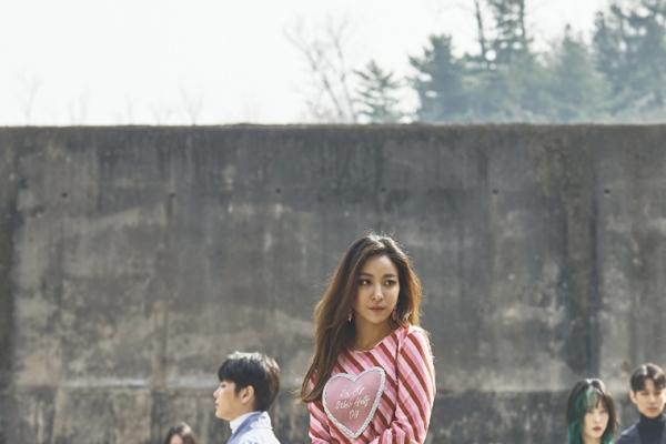 Retro looks, Korean beauty set trends at Seoul Fashion Week