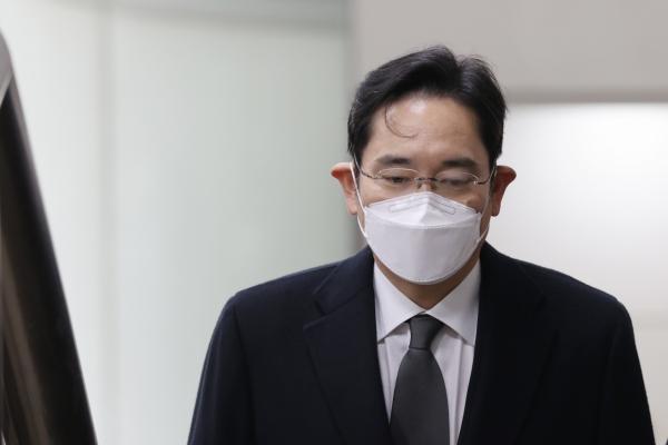 [Newsmaker] Samsung heir's return to jail postponed due to extended hospital stay