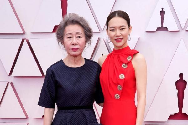 'Minari family' rocks red carpet at Oscars