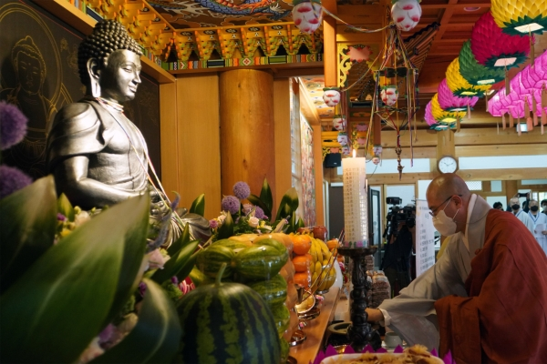 S. Korean temple enshrines Buddha's statue gifted by India