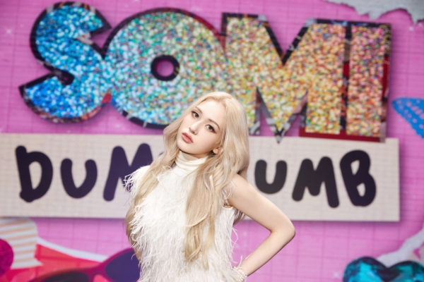 Jeon Somi returns bold and blonde in 'Dumb Dumb'