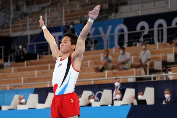 [Tokyo Olympics] Unfazed by injury trauma, Shin's Olympic gold feat driven by relentless determination, positivity