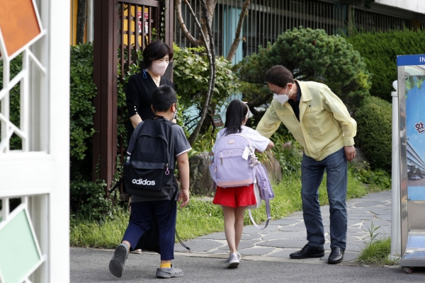 Seoul education chief hints at allowing more in-person classes