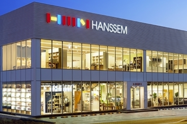 [Newsmaker] LX Hausys enters race for top furniture maker Hanssem
