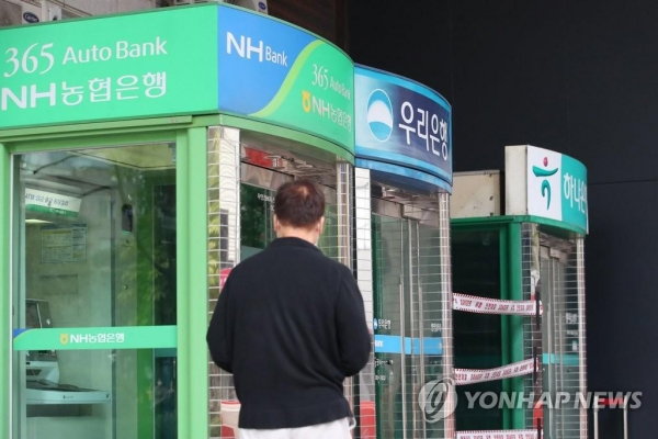 Digital transformation drives out bank branches, ATMs: data