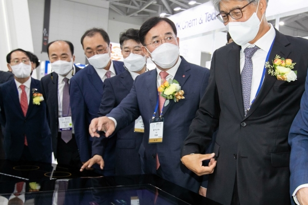 LG Innotek showcases new substrate products at KPCA show