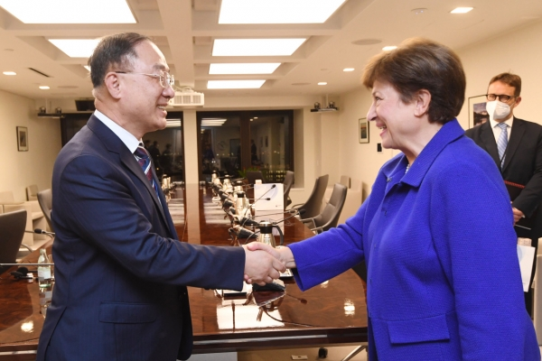 S. Korea to continue expansionary fiscal policy next year: finance minister