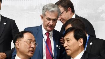BOK's base rate cut rings alarm on household debts
