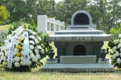 Actress Choi's grave may be forcibly moved