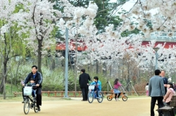 [Weekender] Seoul Forest: A grassy woodland with waterfront views