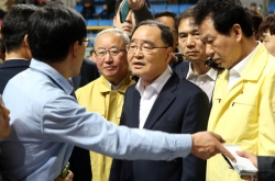 [Ferry Disaster] P.M. Chung to stay in Mokpo to support rescue efforts