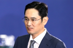 Arrest warrant sought for Samsung heir over bribery charges