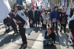 [From the Scene] South Koreans react with joy, anger over Park's ouster
