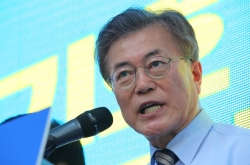 [Moon in Office] Business groups urge Moon to revive economy, cut regulations