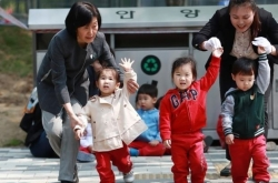 Koreans spend 200,000 won monthly on childcare, despite state allowance: study