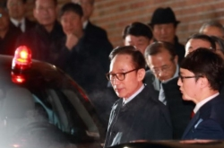 Ex-President Lee spends lone first night in cell after arrest