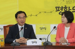 NK leader agrees to Moon's proposal to install liaison offices in Seoul, Pyongyang: minister