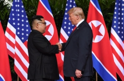 [US-NK Summit] Trump, Kim meet in Singapore