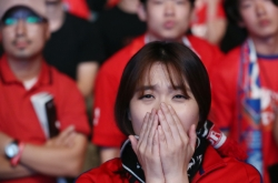[Photo News] Korean soccer fans react to loss against Sweden