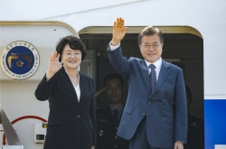 Moon to discuss economic cooperation, denuclearization with Putin