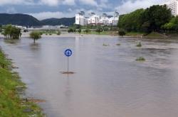 Heavy rain pounds Korea as Typhoon Prapiroon closes in