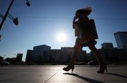 Heat wave boosts retail sales in Korea