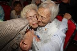 [Photo News] War-separated families meet in rare, emotional reunion