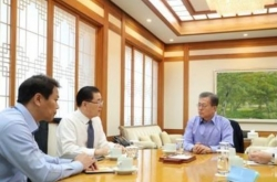 Moon holds security meeting on eve of trip by special envoy to N. Korea