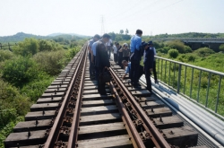 Korea pushes to hold groundbreaking ceremony for railway, road