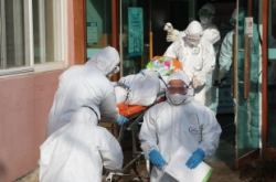 Korea's virus cases surge to 433 on church services, cluster outbreak at hospital