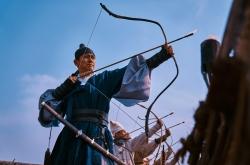 Film directors make inroads into small screens