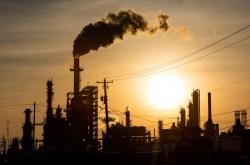 [Newsmaker] Devastating oil glut sends prices into negative